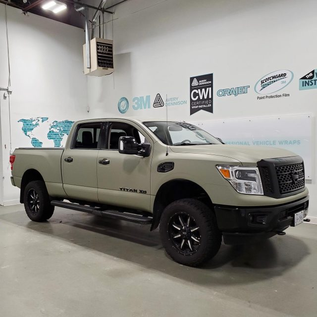 A few more photos of this full wrap + chrome delete we installed. We wish everyone a happy weekend 🙌  ******************************************************  #wrap #wraps #wrapped #truck #truckwrap #truckwraps #vinyl #3m #avery #wrapshop #wrapinstallers #colourchange #colorchange #nissan #nissantitan